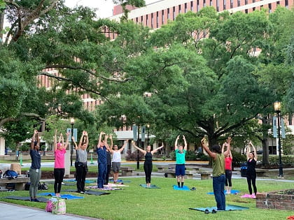 2019 Wellness Day Yoga in the Park Group Shot